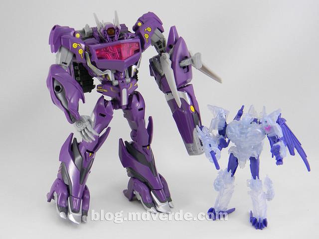Transformers Shockwave Voyager - Generations SDCC Exclusive (Shockwave's Lab) - modo robot vs Predaking