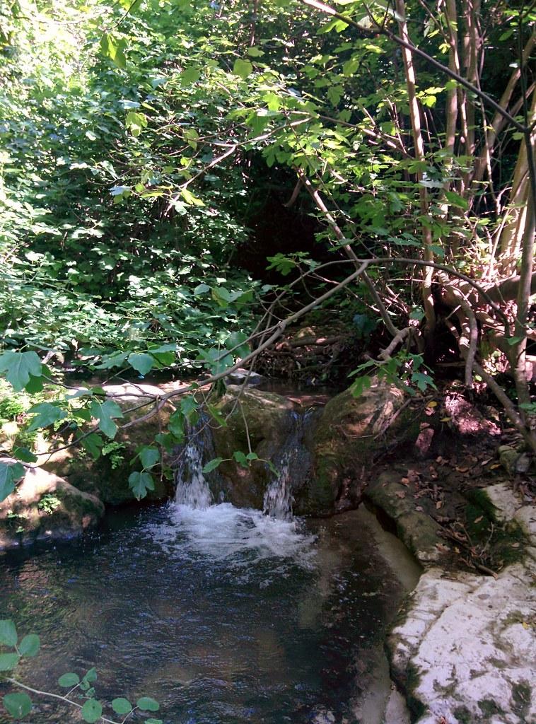 Мини-водопад. Ручей Кзив.