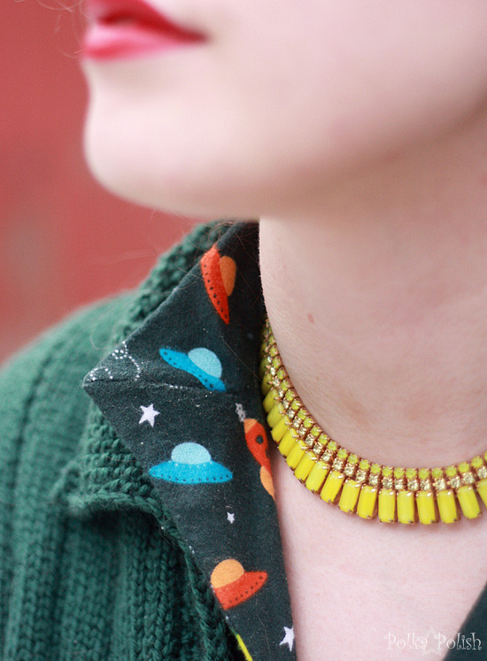 frizzle outfit necklace
