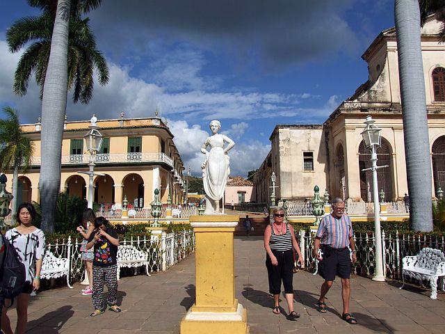 古巴之旅(4) 特立尼达-古巴经济改革开放初开始苏醒的美女