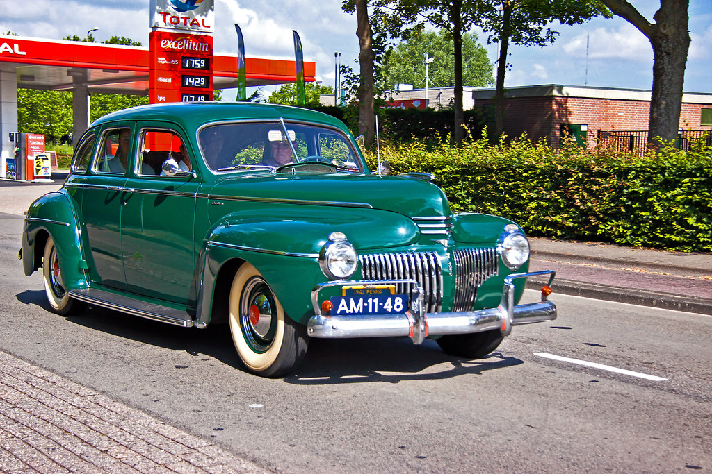 DeSoto De Luxe Series S8S Custom Four Door Sedan 1941 (1173)