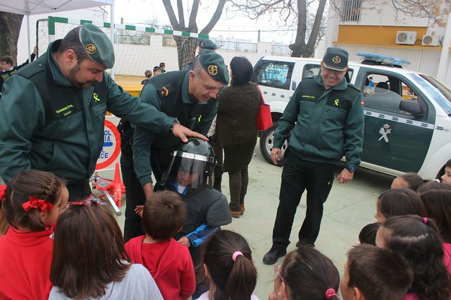 "AionSur 16712936937_136b1c0004_z_d ""Mamá quiero ser guardia civil"" Educación"