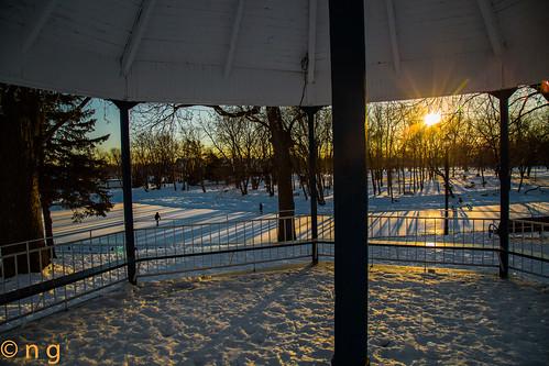 winter sunset sun snow ice river soleil hiver skating rivière skaters skate neige coucherdesoleil glace patinage patineurs terrebonne milleiles rivièredesmilleiles vieuxterrebonne