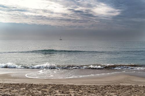 marina mar playa olas cambrils