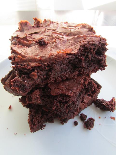 ooey gooey brownies on twothirtyate.com
