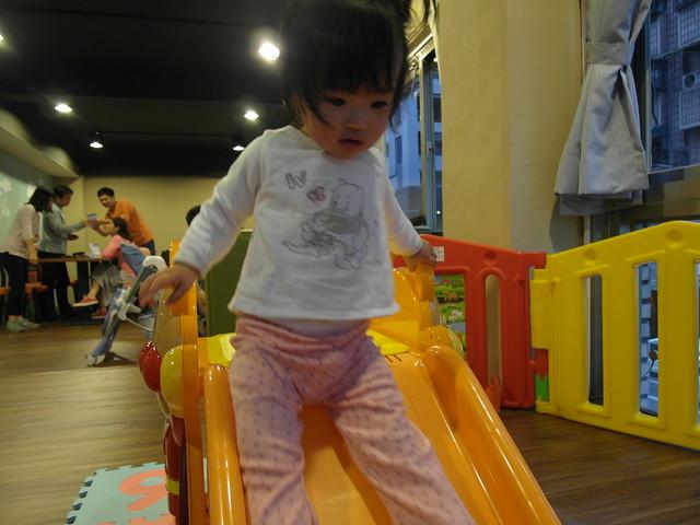 小鹿溜滑梯@樂樂小時光有機食材餐廳(附有親子遊戲區)