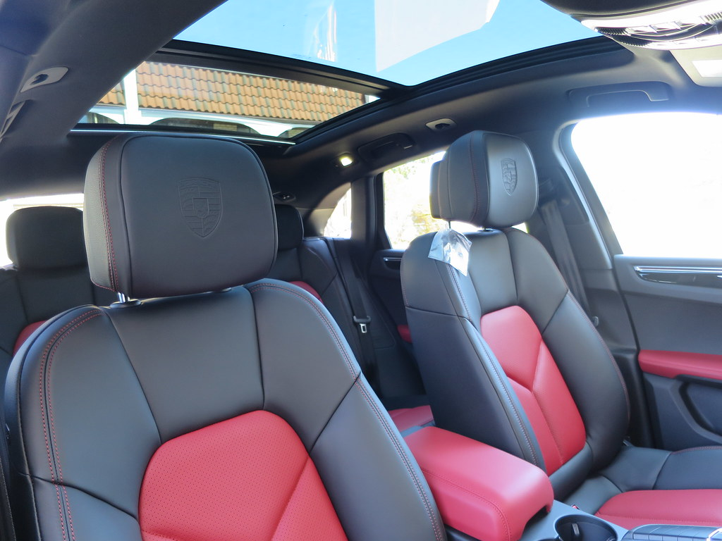 The official garnet red black interior thread page 22 porsche macan forum for Black casket with red interior