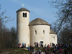 Říp: Nevypadala by posvátná hora českého národa lépe odlesněná?