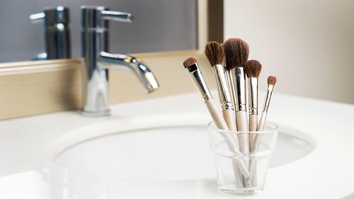 Joel Schlessinger MD discusses the dangers of sharing makeup brushes