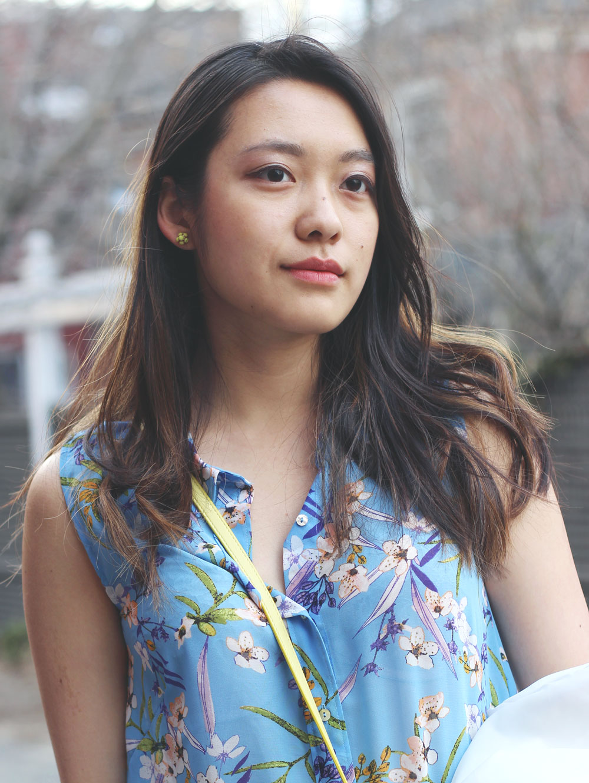 H&M blue floral print sleeveless blouse