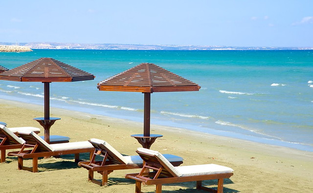 Пляж Финикудес. Пляжи Кипра а городе Ларнака