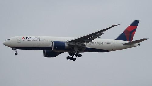 Delta Airlines B777-232LR N704DK