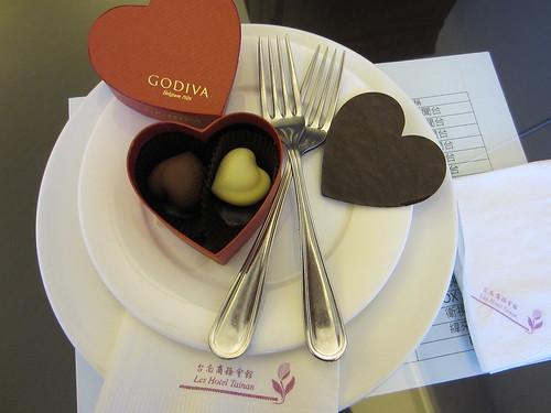 推薦住宿優惠,台南商務會館冬春旅展方案-小資也可豪華出遊_GODIVA特級情人節巧克力4