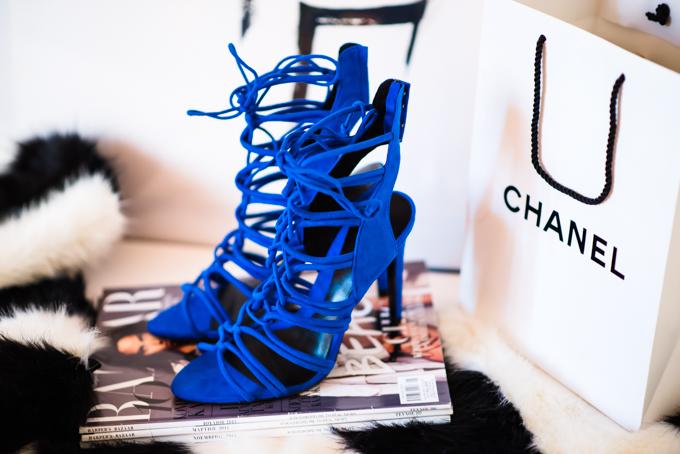 blue_shoes