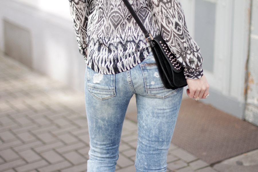 Les Temps des Cerises outfit styling jeans ripped blue spring styling fashionblogger outfitblogger ricarda schernus blog cats & dogs germany berlin hannover 8