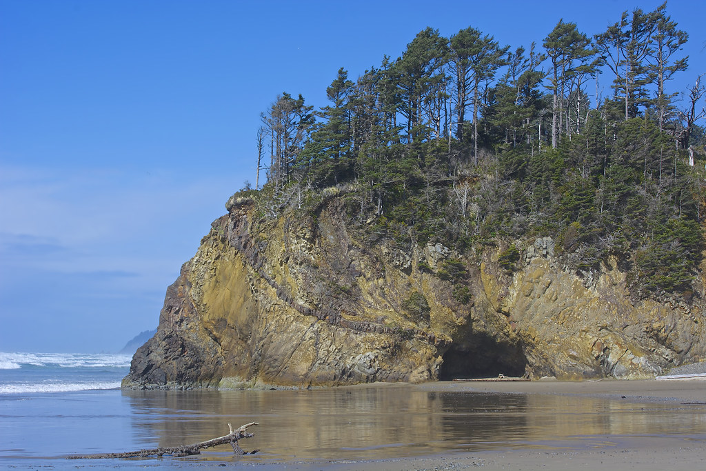 arch cape Unknown but astounding on oregon coast: tiny arch cape - if you're paying  attention you'll encounter the lovely little beach interlude known.