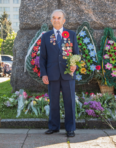 flowers holiday soldier europe remember wwii ukraine suit worldwarii remembranceday remembrance medals redpoppy greatpatrioticwar zhytomir zhytomyr