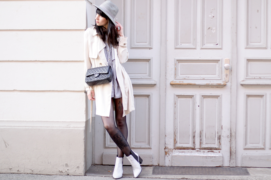 outfit grey hat trenchcoat white boots chanel bag parisian chic bright look ootd spring happy cute brunette ricarda schernus blog fashionblog modeblogger berlin 2