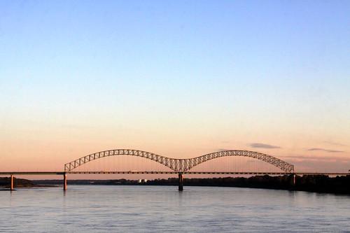 bridge arch tn ar dusk memphis tennessee mississippiriver arkansas i40 interstate40 hernandodesotobridge bmok bmok2 dualarch