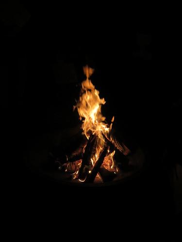 Reste vom Osterfeuer