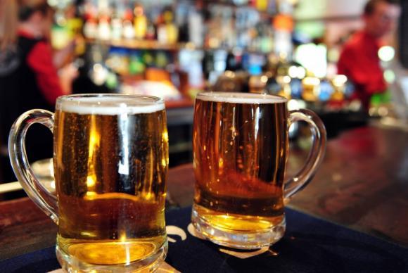 Entra em vigor lei que pune com prisão a venda de bebida alcoólica a menores
