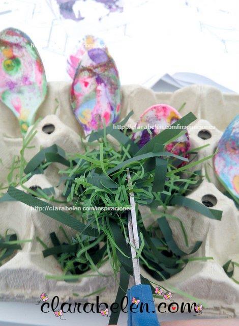 Como hacer huevos de Pascua con cucharas de plastico tecnica marmoleado esmaltes