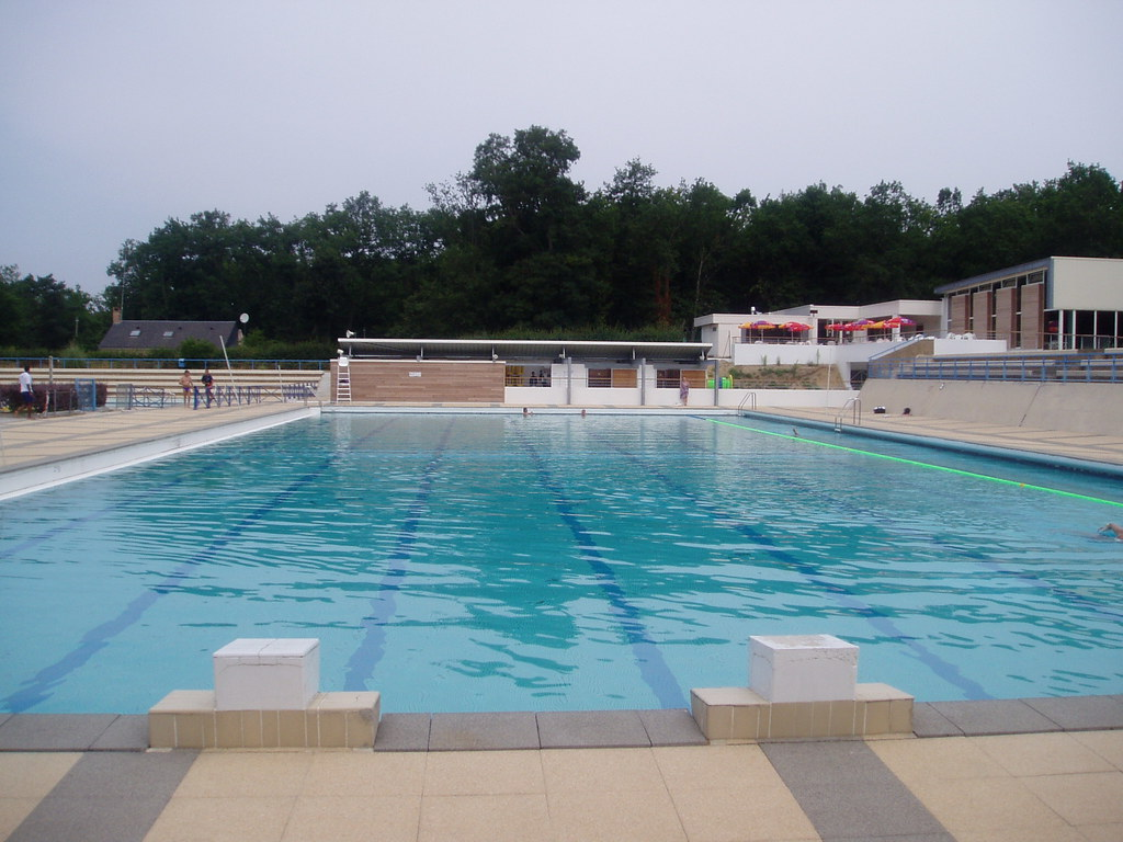 Piscine de saint pierre les nemours onvasortir paris for Aquagym piscine paris