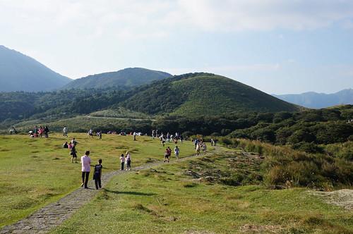 擎天崗草原禁止放風箏、滑草等行為,違者將受罰;圖片來源:Aki sa