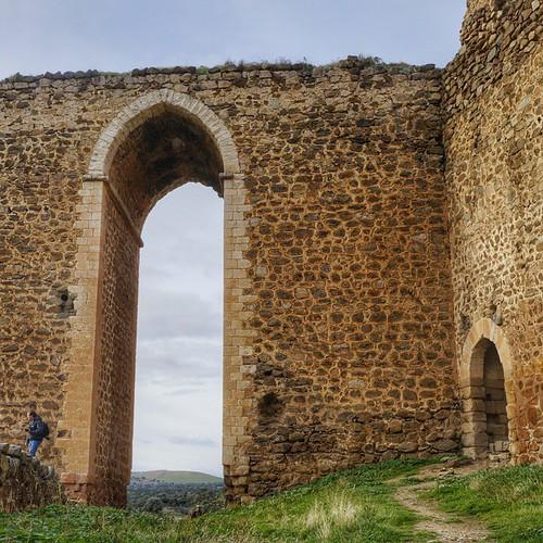 Arco de entrada al castillo de Montalbán.  #great_captures_espana #estaes_espania #estaes_universal #estaes_castillamancha #estaes_todo #medievalworld #medieval #Toledo#monumentalspain #photooftheday #filtros #fotomovil_es #spain_gallery #ok_spain #wu_spa