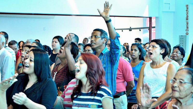 Igreja em louvor a Deus