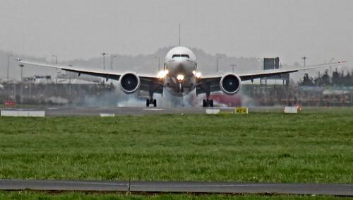 A6-EGW BOEING 777-300 ER EMIRATES LANDING DAP