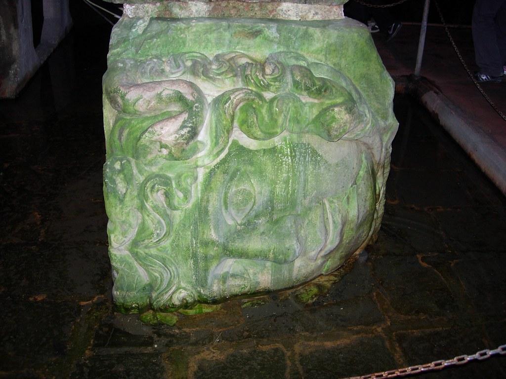 Cabezas de Medusas en las cisternas