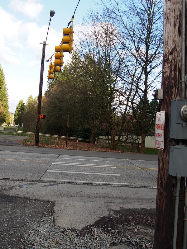 Avondale Way Crossing: The only signaled road crossing of the trail