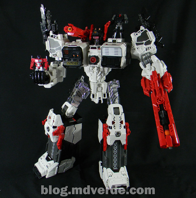 Transformers Metroplex - Generations Titan SDCC Exclusive - modo robot vs Optimus Prime