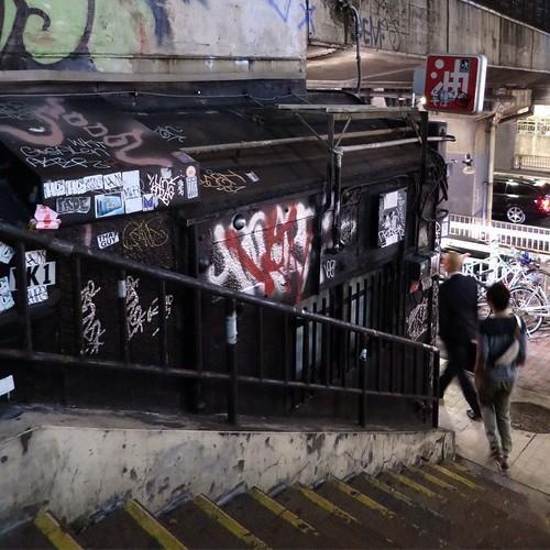 渋谷、夜、階段。