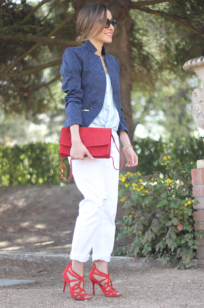 white boyfriend jeans zara blue blazer suiteblanco red sandals16