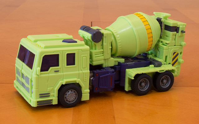 Masterpiece Mixmaster (Concrete) - Cement Truck mode