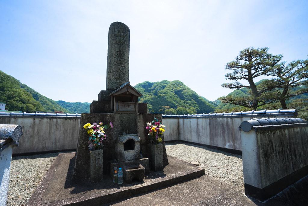 山中鹿介の墓2