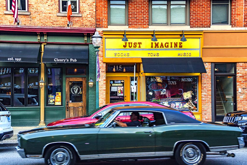 Street scene--Chelsea (MI)