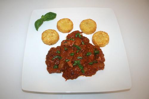 40 - Pork tomato chop with basil - Served / Schweine-Tomatengeschnetzeltes mit Basilikum - Serviert