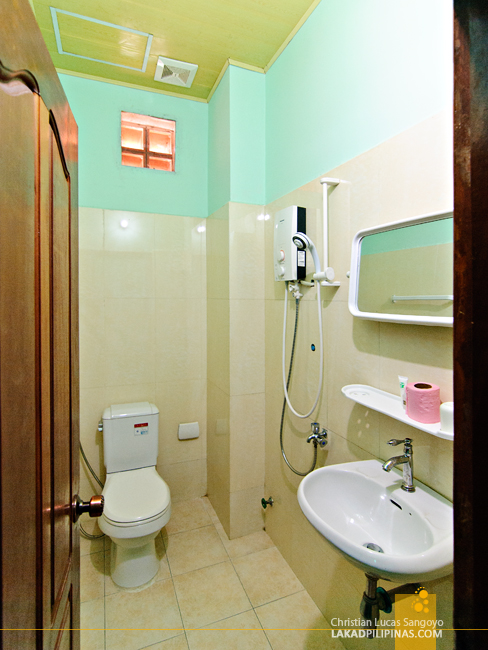 Toilet and Bath at Angkor Tropical Resort in Siem Reap