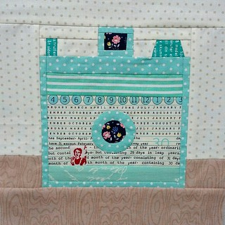 Vintage camera block for @muriel14 #cocoricobee Inspired by a cute boxy vintage camera I found on Pinterest