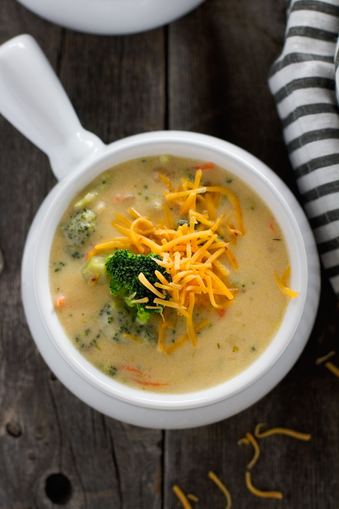 Creamy Broccoli Cheese Soup - loaded with fresh broccoli and tastes just like Panera Breads! #broccolicheesesoup #comfortfood #creamofbroccolisoup #soup | Littlespicejar.com