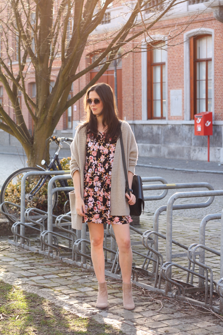 spring outfit: floral babydoll dress, oversized cardigan, camel ankle boots
