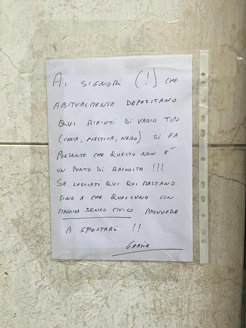 Largo Pretorio_ AVVISO RIFIUTI