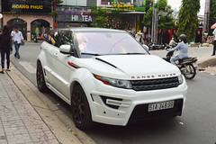 range stormer(0.0), automobile(1.0), automotive exterior(1.0), range rover(1.0), sport utility vehicle(1.0), vehicle(1.0), automotive design(1.0), compact sport utility vehicle(1.0), range rover evoque(1.0), bumper(1.0), land vehicle(1.0), motor vehicle(1.0),