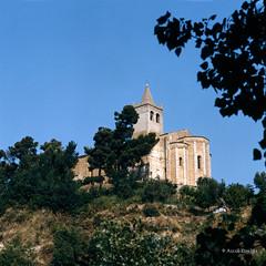 Ascoli com'era: Offida, Santa Maria della Rocca, una particolare vista dell'abside (197?)