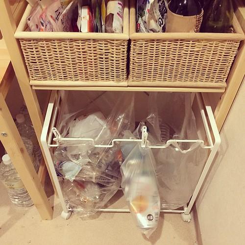ゴミ袋やレジ袋が利用できるゴミ箱ダストワゴン キャスター付き