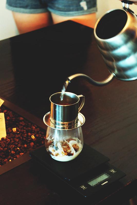 brewristas-viet-iced-coffee-pour