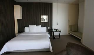King deluxe room at Park Hyatt Shanghai